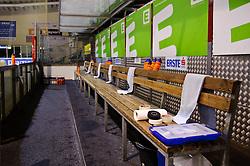 26.12.2010, Eisstadion Liebenau, Graz, AUT, EBEL, Graz 99ers vs Olimpija Ljubljana, Bild zeigt ein Feature mit der leeren Ersatzbank der 99ers, EXPA Pictures © 2010, PhotoCredit: EXPA/ S. Zangrando