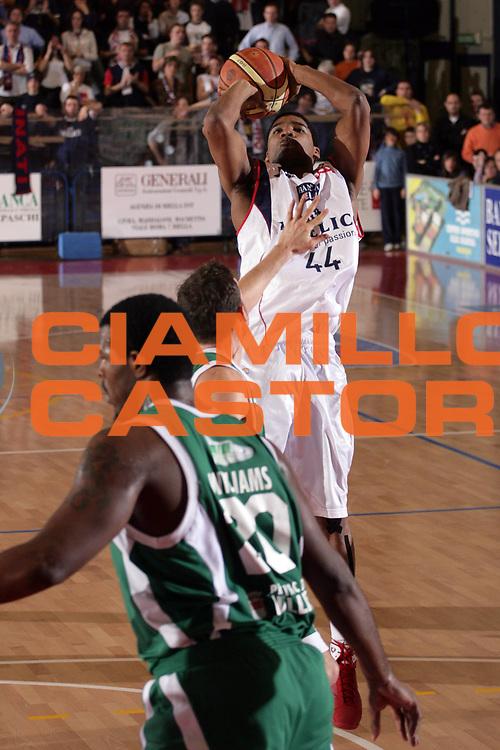 DESCRIZIONE : Biella Lega A1 2008-09 Angelico Biella Air Avellino<br /> GIOCATORE : Reece Gaines<br /> SQUADRA : Angelico Biella<br /> EVENTO : Campionato Lega A1 2008-2009<br /> GARA : Angelico Biella Air Avellino<br /> DATA : 15/02/2009<br /> CATEGORIA : Tiro<br /> SPORT : Pallacanestro<br /> AUTORE : Agenzia Ciamillo-Castoria/S.Ceretti