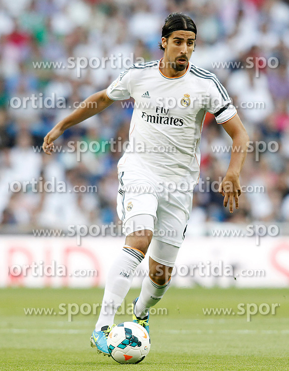 22.09.2013, Estadio Santiago Bernabeu, Madrid, ESP, Primera Division, Real Madrid vs FC Getafe, 5. Runde, im Bild Real Madrid's Sami Khedira // during the Spanish Primera Division 5th round match between Real Madrid CF and Getafe FC at the Estadio Santiago Bernabeu, Madrid, Spain on 2013/09/22. EXPA Pictures &copy; 2013, PhotoCredit: EXPA/ Alterphotos/ Acero<br /> <br /> ***** ATTENTION - OUT OF ESP and SUI *****