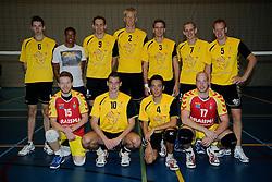 13-10-2012 VOLLEYBAL: VC DYNAMO H2 - OLHACO H1: APELDOORN<br /> 1e Divisie A - Dynamo verslaat Olhaco met 4-0 / Teamfoto SV Dynamo 2<br /> ©2012-FotoHoogendoorn.nl