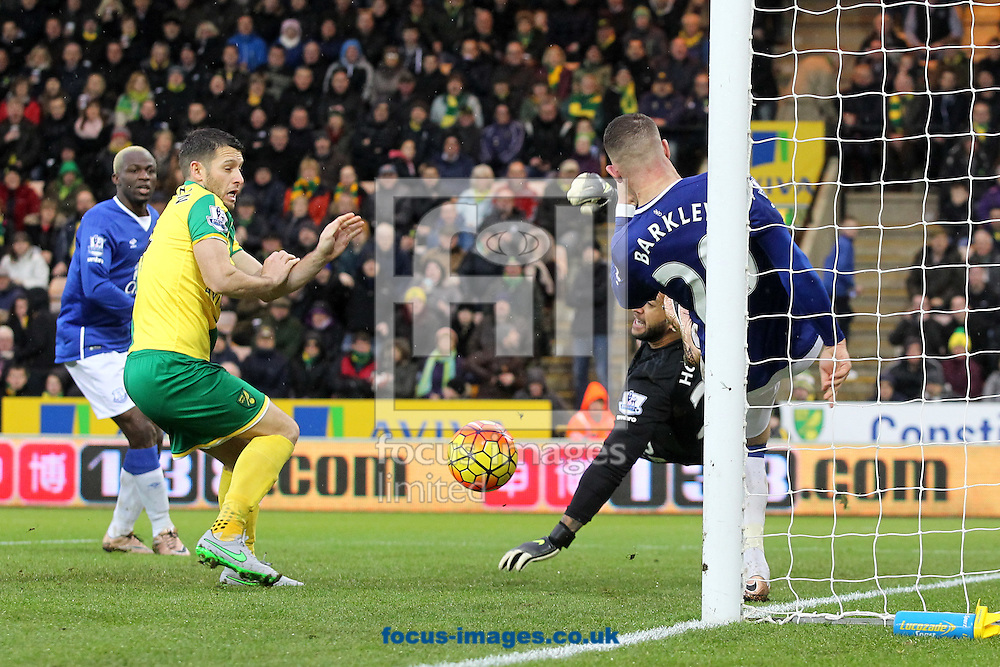 Ryan Bennett of Norwich heads the ball back into the area for Wes Hoolahan of Norwich to pounce and score the equaliser during the Barclays Premier League match at Carrow Road, Norwich<br /> Picture by Paul Chesterton/Focus Images Ltd +44 7904 640267<br /> 12/12/2015