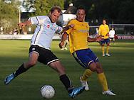FODBOLD: Michael Gorm Nielsen (Helsingør) og Mike Jensen (Brøndby) under opvisningskampen mellem Elite 3000 Helsingør og Brøndby IF den 16. juni 2010 på Helsingør Stadion. Foto: Claus Birch