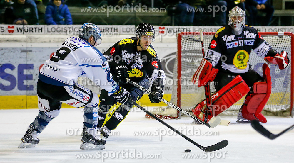 21.11.2014, Messestadion, Dornbirn, AUT, EBEL, Dornbirner EC vs EHC Liwest Black Wings Linz, 19. Runde, im Bild Jason Ulmer, (EHC Liwest Black Wings Linz, #09) und Nicholas Crawford, (Dornbirner EC, #04)// during the Erste Bank Icehockey League 19th round match between Dornbirner EC and EHC Liwest Black Wings Linz at the Messestadion in Dornbirn, Austria on 2014/11/21, EXPA Pictures © 2014, PhotoCredit: EXPA/ Peter Rinderer