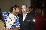Julian Schnabel and Mick Jones. Book launch party for 'Strangeland' by Tracey Emin.  33 Portland Place. London. 21 October 2005. ONE TIME USE ONLY - DO NOT ARCHIVE © Copyright Photograph by Dafydd Jones 66 Stockwell Park Rd. London SW9 0DA Tel 020 7733 0108 www.dafjones.com
