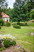 """Park in der Nähe der Wallfahrtskirche im Ortsteil """"Svaty Kamen"""" - zugehörig zu Dolni Dvoriste."""