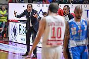 DESCRIZIONE : Varese Lega A 2015-16 Openjobmetis Varese Dinamo Banco di Sardegna Sassari<br /> GIOCATORE : Paolo Moretti<br /> CATEGORIA : Mani  Allenatore Coach Espressioni  Composizione<br /> SQUADRA : Openjobmetis Varese<br /> EVENTO : Campionato Lega A 2015-2016<br /> GARA : Openjobmetis Varese - Dinamo Banco di Sardegna Sassari<br /> DATA : 27/10/2015<br /> SPORT : Pallacanestro<br /> AUTORE : Agenzia Ciamillo-Castoria/M.Ozbot<br /> Galleria : Lega Basket A 2015-2016 <br /> Fotonotizia: Varese Lega A 2015-16 Openjobmetis Varese - Dinamo Banco di Sardegna Sassari