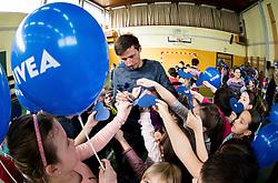 Dobrodelna akcija Podarite nam modro srce v organizaciji podjetja Nivea in Zveze prijateljev mladine Slovenije na Osnovni soli Jakoba Aljaza Kranj, 17. januar 2017<br /> <br /> Foto: Vid Ponikvar / Sportida