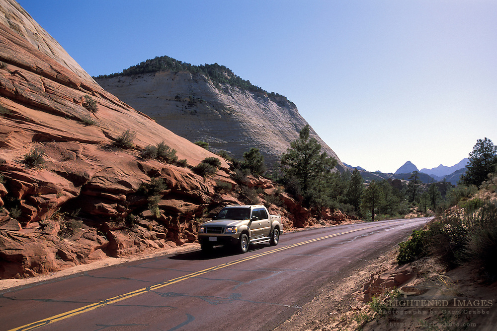Zion - Mount Carmel Highway through the high desert plateau and sandstone peaks of Zion National Park, Uath