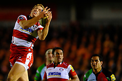 Gloucester Inside Centre (#12) Billy Twelvetrees takes the high restart ball during the first half of the match - Photo mandatory by-line: Rogan Thomson/JMP - Tel: Mobile: 07966 386802 03/11/2012 - SPORT - RUGBY - Twickenham Stoop - London. Harlequins v Gloucester - Aviva Premiership