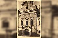 Zagreb : Kapucinska ulica - La rue des capucins. <br /> <br /> ImpresumZagreb : Jos. Čaklović Bromografija, [1924].<br /> Materijalni opis1 razglednica : tisak ; 13,9 x 8,7 cm.<br /> NakladnikJos. Čaklović<br /> Mjesto izdavanjaZagreb<br /> Vrstavizualna građa • razglednice<br /> ZbirkaGrafička zbirka NSK • Zbirka razglednica<br /> Formatimage/jpeg<br /> PredmetZagreb –– Antuna Gustava Matoša<br /> Hrvatski povijesni muzej (Zagreb)<br /> SignaturaRZG-AGM-1<br /> Obuhvat(vremenski)20. stoljeće<br /> NapomenaRazglednica je putovala 1907. godine. • Razglednica prikazuje Palaču Vojković-Oršić-Kulmer-Rauch, današnji Hrvatski povijesni muzej u Zagrebu.<br /> PravaJavno dobro<br /> Identifikatori000952693<br /> NBN.HRNBN: urn:nbn:hr:238:503264 <br /> <br /> Izvor: Digitalne zbirke Nacionalne i sveučilišne knjižnice u Zagrebu