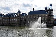 Hofvijver met regeringsgebouwen in het centrum van Den Haag - Hofvijver, a pound in the center of The Hague with government buildings on the background. The Hague, Netherlands