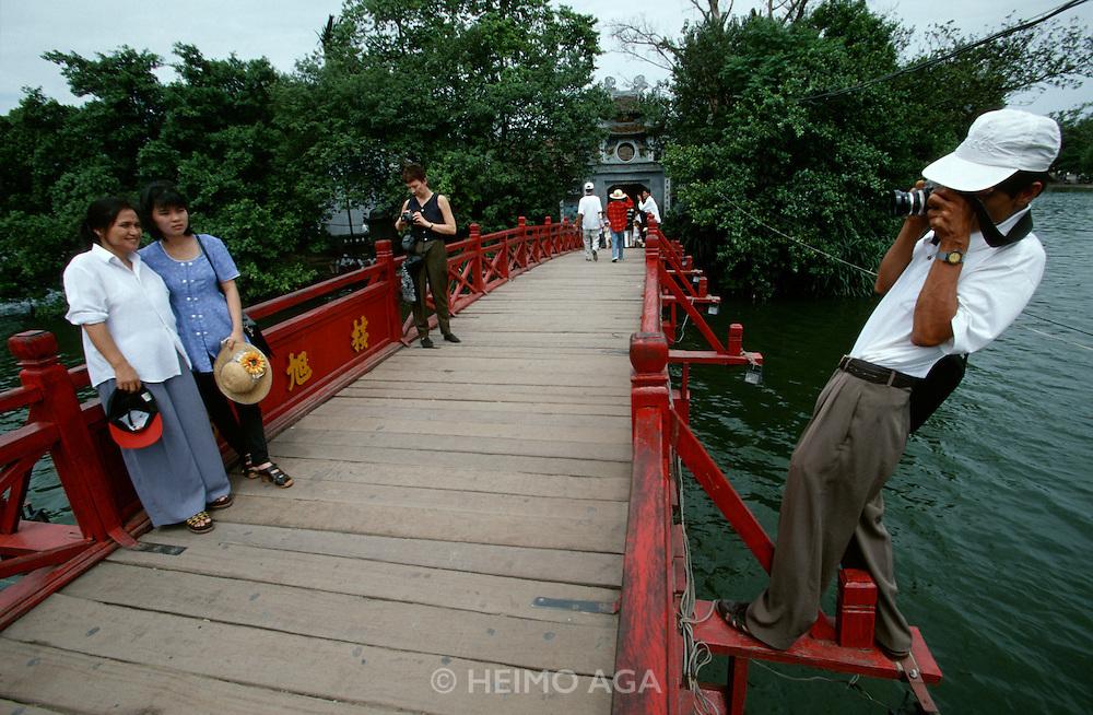 Ho Hoan Kiem (Little Lake). The Huc (Sunbeam Bridge).