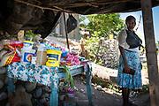 Haïti, Département de la Grand'Anse, commune de Roseaux. À la suite du passage de l'ouragan Matthew en octobre 2016, des centaines de femmes ont bénéficié de subventions financières pour la reprise de leurs activités économiques (essentiellement des petits commerces) et ont bénéficié d'une formation en gestion financière pour renforcer leurs capacités.