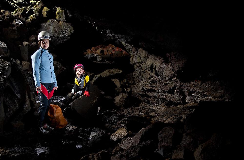 Kona og barn í íslenskum hraunhelli. A woman and her child in an icelandic lava cave.