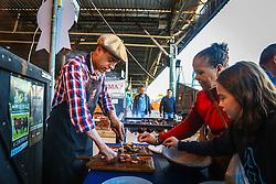 Degustação de carne da Raça Zebu na 39ª Expointer, Exposição Internacional de Animais, Máquinas, Implementos e Produtos Agropecuários. A maior feira a céu aberto da América Latina,  promovida pela Secretaria de Agricultura e Pecuária do Governo do Rio Grande do Sul, ocorre no Parque de Exposições Assis Brasil, entre 27 de agosto e 04 de setembro de 2016 e reúne as últimas novidades da tecnologia agropecuária e agroindustrial. FOTO: Alessandra Bruny / Agência Preview
