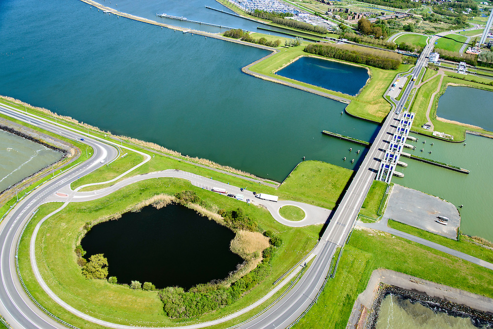 Nederland, Flevoland, Lelystad, 07-05-2015. Oostvaardersdijk, Houtribsluizen en begin van de Houtribdijk.<br /> Oostvaardersdijk, Houtrib locks and beginning of the Houtrib dike.<br /> luchtfoto (toeslag op standard tarieven);<br /> aerial photo (additional fee required);<br /> copyright foto/photo Siebe Swart