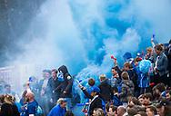 AMSTELVEEN - Vuurwerk, rook, supporters , fakkels, fakkel,   voor de  eerste finalewedstrijd van de play-offs om de landtitel in het Wagener Stadion, tussen Amsterdam en Kampong (1-1). Kampong wint de shoot outs.   COPYRIGHT KOEN SUYK