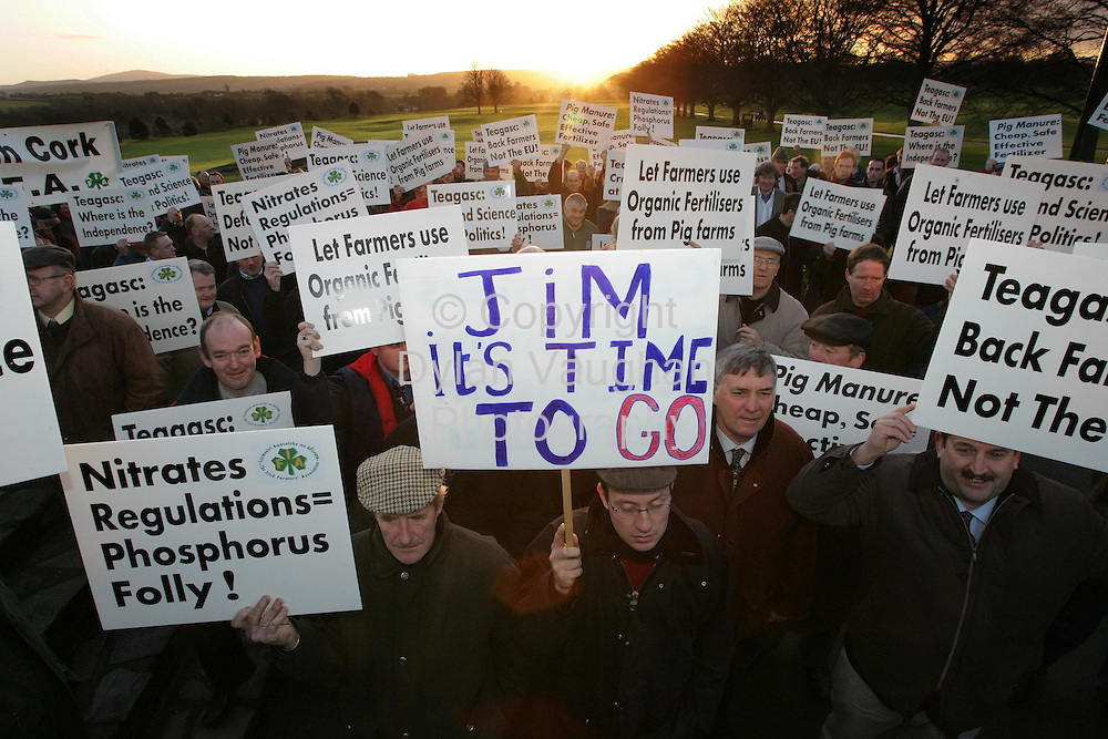 11/1/2006.Farmers pictured pictured at the IFA  demonstration outside the Teagasc Board Meeting at Mount Juliet Conrad in Thomastown in County Kilkenny yesterday.The protest is being held over the Nitrates Directive..Picture Dylan Vaughan.
