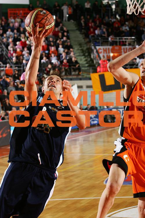DESCRIZIONE : Udine Lega A1 2005-06 Snaidero Udine Upea Capo Orlando <br /> GIOCATORE : Janicenoks <br /> SQUADRA : Upea Capo Orlando <br /> EVENTO : Campionato Lega A1 2005-2006 <br /> GARA : Snaidero Udine Upea Capo Orlando <br /> DATA : 11/03/2006 <br /> CATEGORIA : Tiro <br /> SPORT : Pallacanestro <br /> AUTORE : Agenzia Ciamillo-Castoria/S.Silvestri