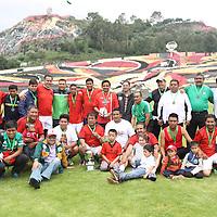 TOLUCA, Mexico.- Como parte de los festejos de la libertad de prensa, se llevó acabó el tradicional partido de futbol, entre reporteros gráficos y reporteros, donde los gráficos derrotaron 5-1 a los reporteros escritos. Agencia MVT. José Hernández.  (DIGITAL)