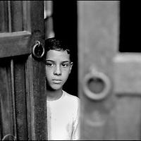 NI—OS DE PORAI - Homenaje a Mariano Diaz.Photography by Aaron Sosa.Centro de Merida, Estado Merida - Venezuela 2000.(Copyright © Aaron Sosa)