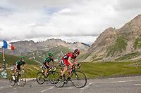 CYCLING - TOUR DE FRANCE 2011 - STAGE 19 - Modane Valfréjus > Alpe d'Huez (109,5km) - 22/07/2011 - PHOTO : VINCENT CURUTCHET / DPPI - CADEL EVANS (AUS) / BMC - ANTHONY CHARTEAU (FRA) AND PERRIG QUEMENEUR (FRA) / EUROPCAR
