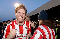 Photo: Daniel Hambury.<br />Brentford v Sunderland. The FA Cup. 28/01/2006.<br />Brentford's Michael Turner celebrates victory.