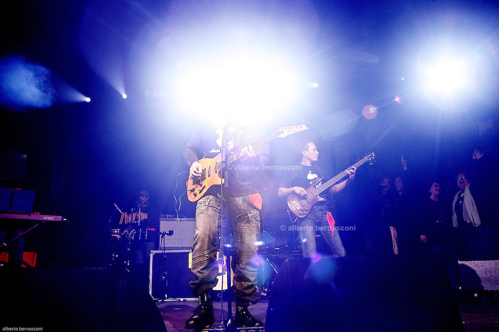 Milano, 4° Sabaoth festival della Musica Cristiana. Julim Barbosa, chitarrista e worship leader del Ministero di Sabaoth, ha suonato anche con Ornella Vanoni.
