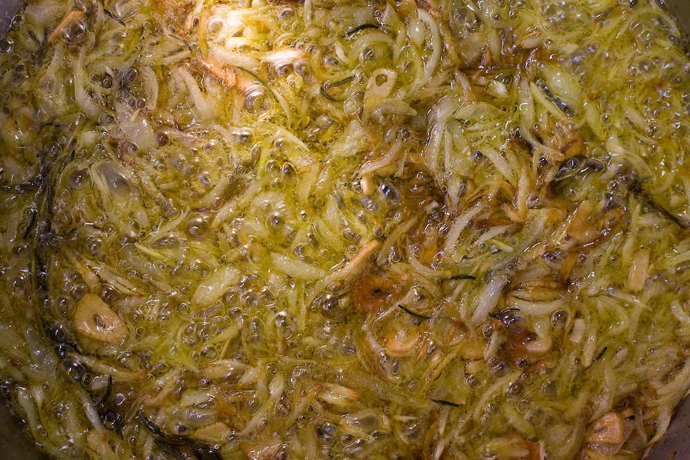 Belo Horizonte_MG, Brasil..Festival Gastronomico Sabor e Saber, na foto detalhe de cebola cozinhando...The Gastronomic Festival Sabor e Saber, in this photo any onions...Foto: BRUNO MAGALHAES / NITRO ..