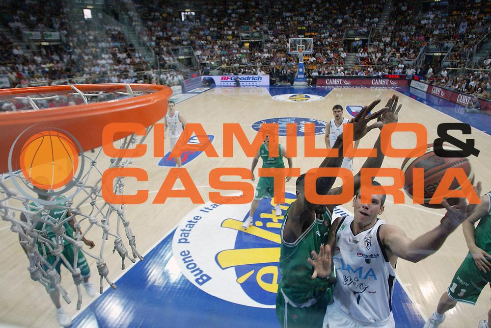 DESCRIZIONE : Bologna Lega A1 2005-06 Play Off Finale Gara 3 Climamio Fortitudo Bologna Benetton Treviso <br /> GIOCATORE : Becirovic <br /> SQUADRA : Climamio Fortitudo Bologna <br /> EVENTO : Campionato Lega A1 2005-2006 Play Off Finale Gara 3 <br /> GARA : Climamio Fortitudo Bologna Benetton Treviso <br /> DATA : 18/06/2006 <br /> CATEGORIA : Special <br /> SPORT : Pallacanestro <br /> AUTORE : Agenzia Ciamillo-Castoria/S.Silvestri