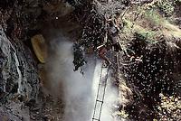 Népal. Région de Gorkha. Ethnie Gurung. Récolte du miel. // Honey hunter. Gurung ethnic group. Gorkha area. Nepal.