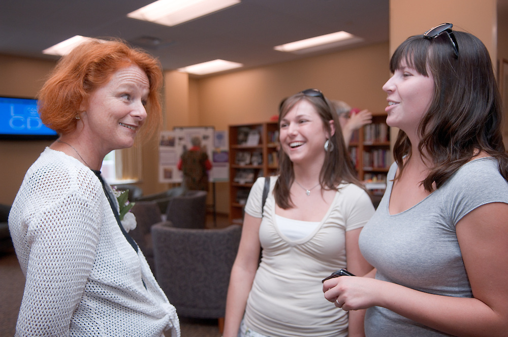 18385Welcome reception for the new Director of the Women's Center, Dr. Susanne B. Dietzel....Dr. Susanne B. Dietzel talks with students Brittany Buxton and Lydia Gerthoffer(right)