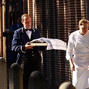 Doop Claus-Casimir Apeldoorn, eten word gebracht, kok