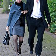 NLD/Blaricum/20110607 - Uitvaart Willem Duys, Herman van Veen en partner Marlous Fluitsma