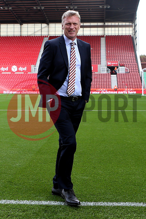 Sunderland manager David Moyes arrives at The Bet365 Stadium for the Premier League fixture with Stoke City - Mandatory by-line: Robbie Stephenson/JMP - 15/10/2016 - FOOTBALL - Bet365 Stadium - Stoke-on-Trent, England - Stoke City v Sunderland - Premier League
