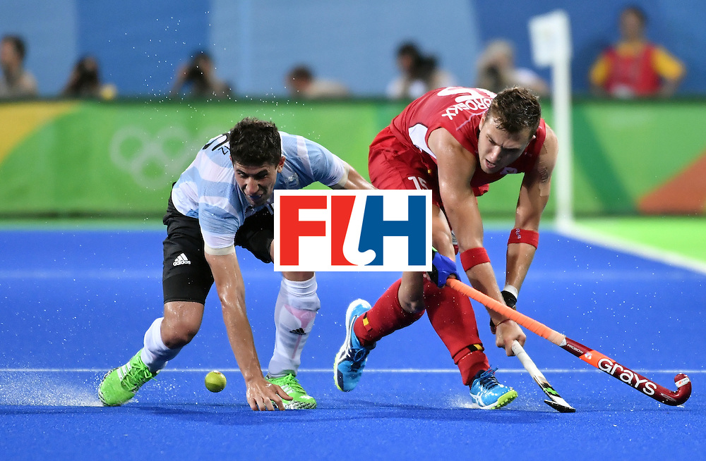 Argentina's Ignacio Ortiz (L) vies with Belgium's Emmanuel Stockbroekx during the men's Gold medal field hockey Belgium vs Argentina match of the Rio 2016 Olympics Games at the Olympic Hockey Centre in Rio de Janeiro on August 18, 2016. / AFP / Pascal GUYOT        (Photo credit should read PASCAL GUYOT/AFP/Getty Images)