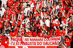 Torcida do Internacional momentos antes da partida entre as equipes do Internacional e Caxias, valida pela final do Campeonato Gaucho, no Estadio Beira Rio, em Porto Alegre. FOTO: Jefferson Bernardes/Preview.com