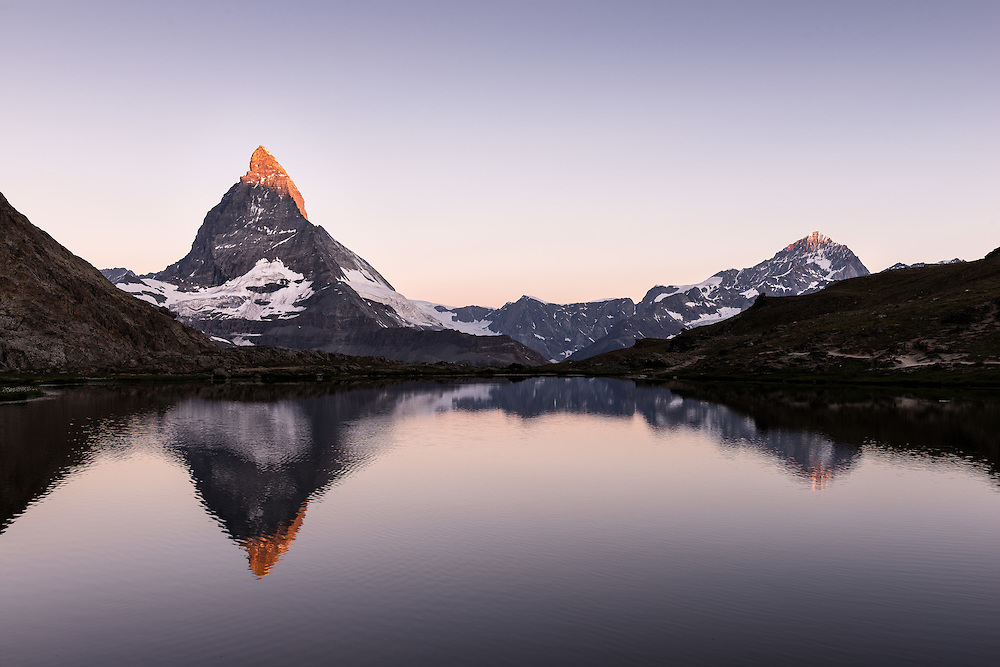 I have done a night-camp weekend in Zermatt to take images of the famous Matterhorn. Here is a couple of image from that series.