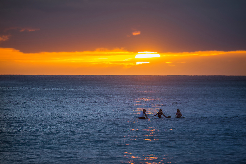 USA, Hawaii, Oahu, Honolulu, Waikiki, sunset with surfer