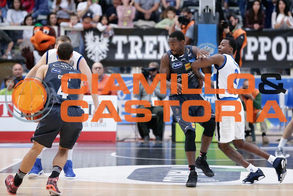 Lee Moore, Dustin Hogue<br /> Dolomiti Energia Aquila Basket Trento - Germani Basket Brescia Leonessa<br /> Lega Basket Serie A 2016/2017<br /> PalaTrento, 23/04/2017<br /> Foto Ciamillo-Castoria / M. Brondi