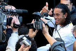 O jogador do Barcelona, da Espanha, Ronaldinho Gaucho apos conduzir a Tocha dos Jogos Pan-Americanos do Rio 2007, em Porto Alegre-RS. FOTO: Jefferson Bernardes/Preview.com