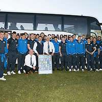 Bruce McAlpine pictured with Chariman Steve Brown and the St Johnstone players after attending his final away match….06.05.17<br />