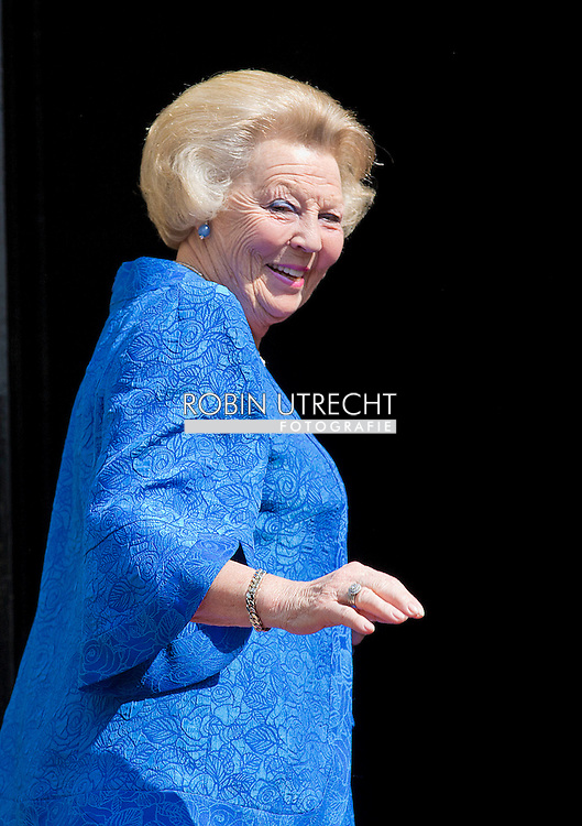 AMSTERDAM - ARRIVAL OF PRINCESS BEATRIX  FOR THE BIRTHDAY PARTY OF DUTCH KING WILLEM ALEXANDER. COPRIGHT ROBIN UTRECHT