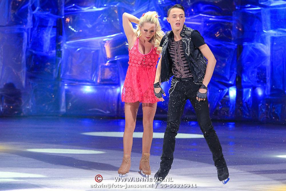 NLD/Hilversum/20130119 - 4e Liveshow Sterren Dansen op het IJs 2013, Monsif Bakkali en schaatspartner Patti Petrus