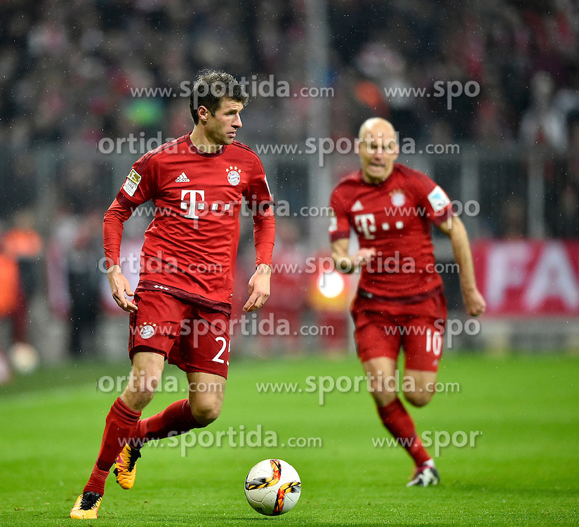 31.01.2016, Allianz Arena, Muenchen, GER, 1. FBL, FC Bayern Muenchen vs TSG 1899 Hoffenheim, 19. Runde, im Bild Thomas Mueller FC Bayern Muenchen (links) am Ball mit Arjen Robben FC Bayern Muenchen hinten // during the German Bundesliga 19th round match between FC Bayern Munich and TSG 1899 Hoffenheim at the Allianz Arena in Muenchen, Germany on 2016/01/31. EXPA Pictures &copy; 2016, PhotoCredit: EXPA/ Eibner-Pressefoto/ Weber<br /> <br /> *****ATTENTION - OUT of GER*****