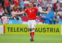 FUSSBALL EUROPAMEISTERSCHAFT 2008 Oesterreich - Kroatien    08.06.2008 Emmanuel Pogatetz (Oesterreich) enttaeuscht gestikulierend