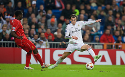 MADRID, SPAIN - Tuesday, November 4, 2014: Real Madrid's Gareth Bale in action against Liverpool's Kolo Toure during the UEFA Champions League Group B match at the Estadio Santiago Bernabeu. (Pic by David Rawcliffe/Propaganda)