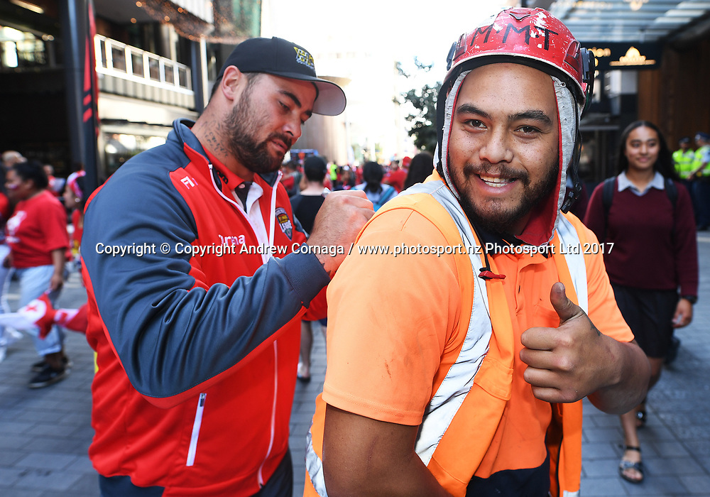 Tonga's Andrew Fifita signs autographs with fans during a fan and signing session at Sky City ahead of the semi final this weekend in Auckland. Rugby League World Cup 2017. RLWC2017. New Zealand. Tuesday 21 November 2017 © Copyright Photo: Andrew Cornaga / www.Photosport.nz