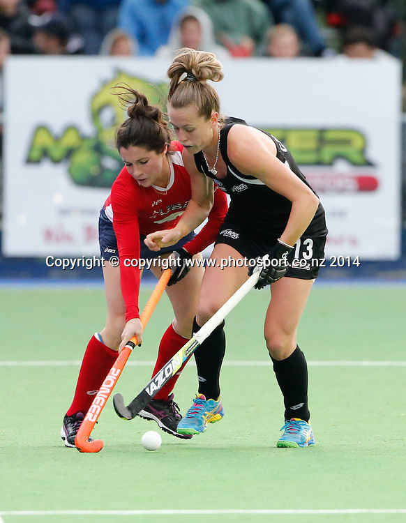 USA's Michelle Vittese competes with Samantha Charlton. Fourth test, New Zealand Black Sticks Women v USA women's international hockey, Twin Turfs , Palmerston North, New Zealand. Thursday, 23 October, 2014. Photo: John Cowpland / www.photosport.co.nz