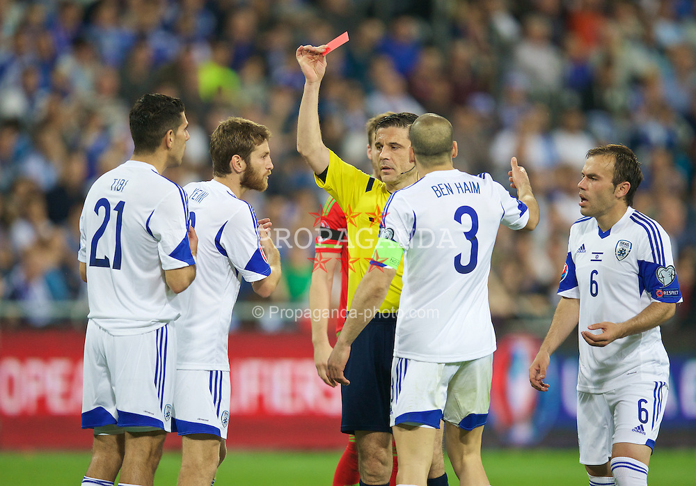 HAIFA, ISRAEL - Saturday, March 28, 2015: Referee Milorad Mazic shows Israel's Eytan Tibi a red card for a second yellow and sends him off during the UEFA Euro 2016 qualifying Group B match against Wales at the Sammy Ofer Stadium. (Pic by David Rawcliffe/Propaganda)